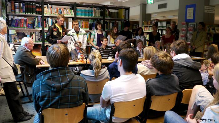 Zeitzeugengespräch mit Schülern (Foto: DW/B.Cöllen9