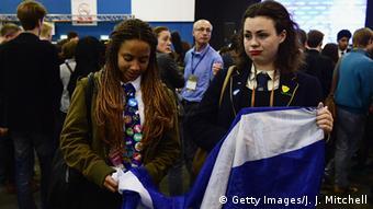 Девушки с флагом Шотландии