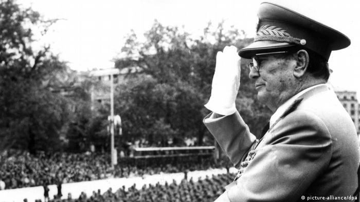 Tito na vojnoj paradi 9. svibnja 1975 u Beogradu