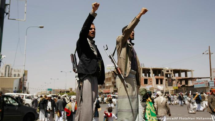 Huthi Kämpfer in Sanaa 19.09.2014 (picture-alliance/AP Photo/Hani Mohammed)