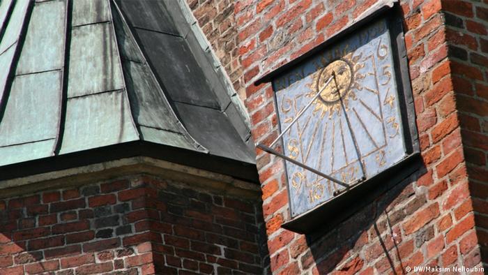 Солнечные часы на фасаде Мариенкирхе