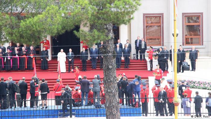 Papa përshëndetet nga mijëra vetë 21.9.2014