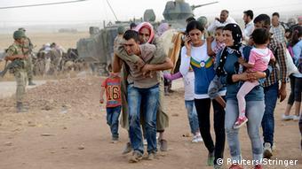 ساکنان شهر کوبانی در حال فرار به سوی ترکیه