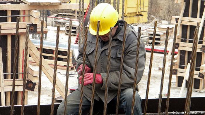 Gastarbeiter an einer der russischen Großbauten Symbolbild Arbeitsmigration