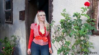 Zinka Durlen ispred radnje