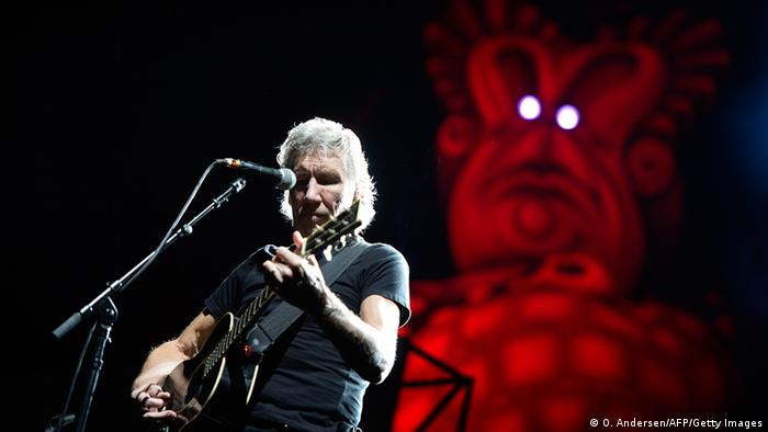Roger Waters playing concert with Pink Floyd in 2013 (O. Andersen/AFP/Getty Images)