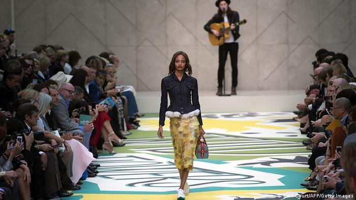 Bildergalerie Großbritannien Mode London Fashion Week Spring/Summer 2015 (Carl Court/AFP/Getty Images)