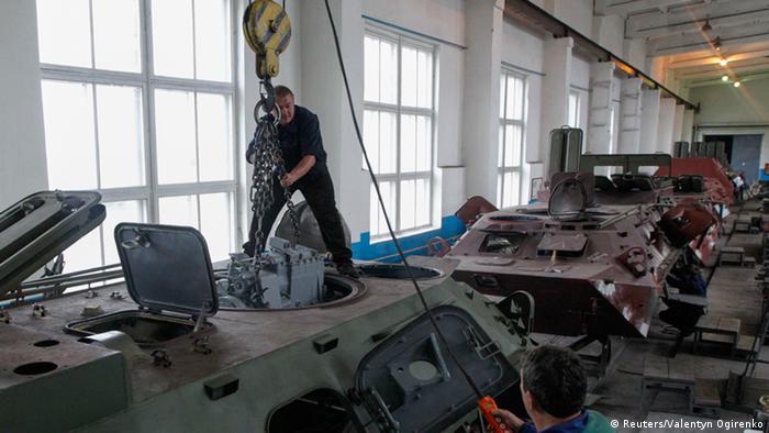 На Житомирському бронетанковому заводі (фото з архіву)