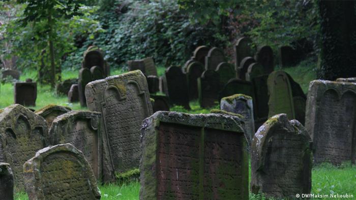Средневековые надгробия