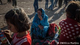 Kurdish refugees huddle in Turkey Photo: Copyright: Alice Martins, DW