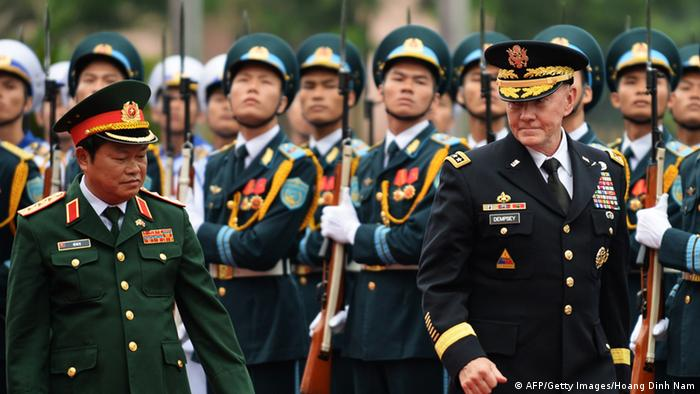 General Martin E. Dempsey (R), chairman of the US joint chiefs of staff, and General Do Ba Ty (L), deputy defense minister and chief of general staff of the Vietnam People's Army, review an honour guard at the Defense Ministry in Hanoi on August 14, 2014 (Photo: HOANG DINH NAM/AFP/Getty Images)