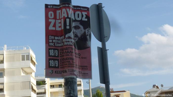 Pavlos Fisas živi, stoji na ovom plakatu u grčkom glavnom gradu Ateni.