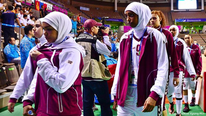 Katar Basketball Manndaschaft mit Hijab bei Asian Games 2014
