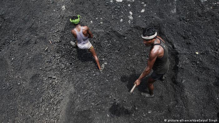 Kohlenlager in Indien ARCHIV 2012 (picture-alliance/dpa/Jaipal Singh)