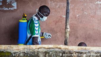 Mhudumu wa afya nchini Sierra Leone