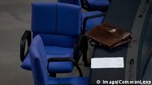 Bildnummer: 60687448 Datum: 13.06.2013 Copyright: imago/CommonLens Berlin, Eine Aktentasche am Donnerstag (13.06.13) um 20:05 Uhr im Bundestag bei der 246. Plenarsitzung. Bundestag Politik GER xas x0x 2013 quer Aufmacher 60687448 Date 13 06 2013 Copyright Imago Berlin a Briefcase at Thursday 13 06 13 to 20 05 Clock in Bundestag at the 246 Plenary session Bundestag politics ger x0x 2013 horizontal Highlight