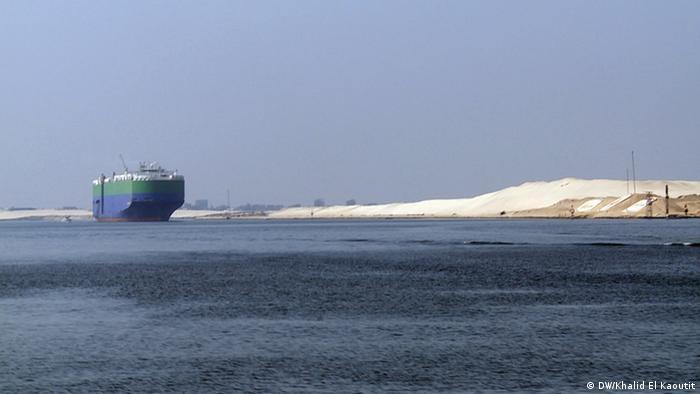 Ägypten will einen zweiten Suez-Kanal bauen (DW/Khalid El Kaoutit)