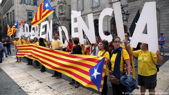 Сторонники независимости Каталонии на акции 27 сентября в Барселоне