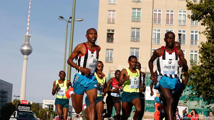 The lead pack in the 41st Berlin marathon September 28, 2014.