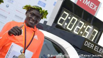 41. Berlin Marathon 28. Sept. 2014 Kimetto Weltrekord (picture-alliance/dpa/Rainer Jensen)
