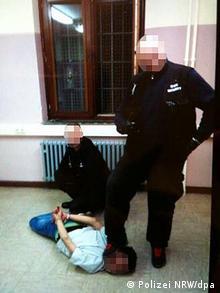 Gewalt auf Flüchtlinge (Polizei NRW/dpa)
