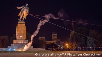 Снос памятника Ленину в Харькове, сентябрь 2014 года