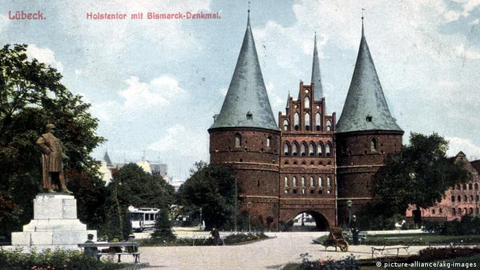 Голштинские ворота на почтовой карточке 1908 года