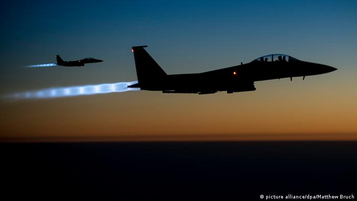 Syrien US Kampfjet Jet US Air Force F-15E IS Luftangriff (picture alliance/dpa/Matthew Bruch)