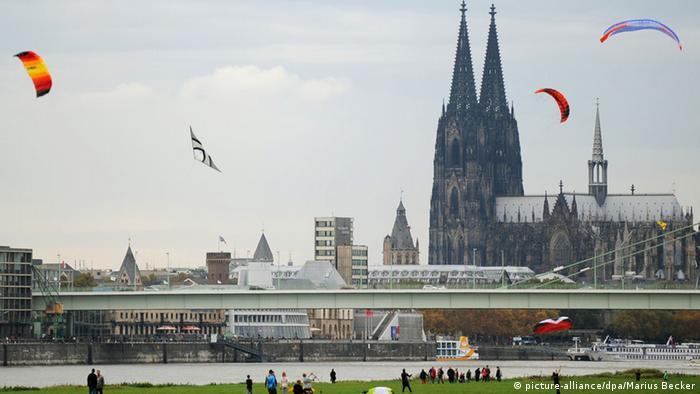 Herbst in Deutschland Drachen in Köln