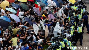 China Studentenprotest in Hongkong Occupy Central Regenschirme und Polizei