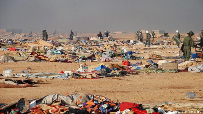 مخيم اكديم ايزيك بعد تفكيكه من طرف قوات الأمن المغربية عام 2010