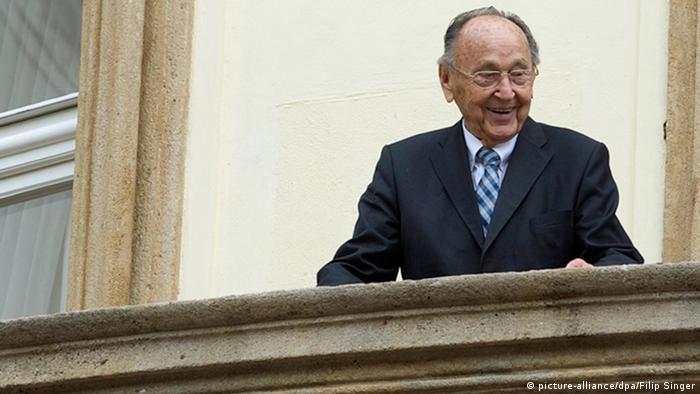 Hans-Dietrich Genscher na balkonu njemačkog veleposlanstva u Pragu 30. 9. 2014.