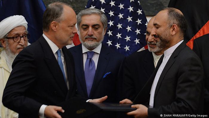 Представители Афганистана и США подписывают соглашение о безопасности