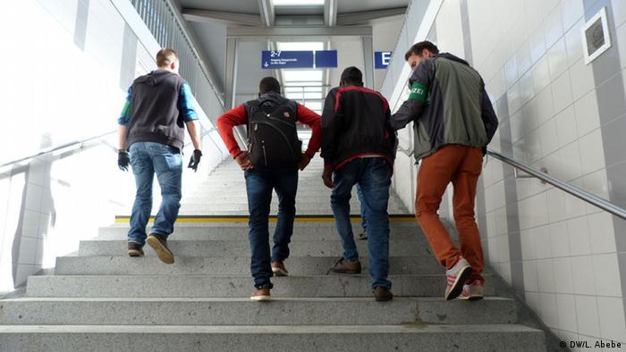 Verhaftung von Flüchtlingen auf dem Rosenheimer Bahnhof