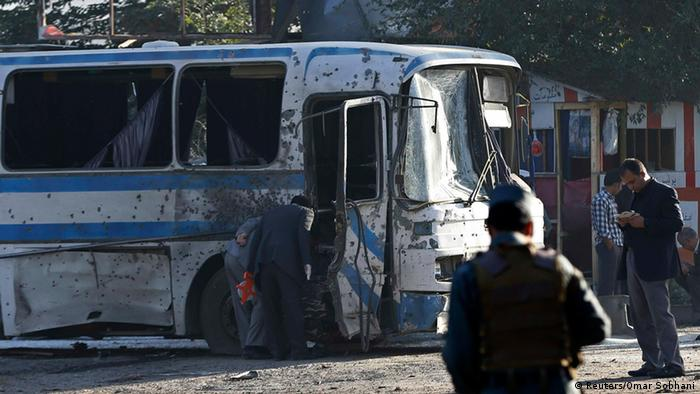Bus nach Selbstmordanschlag in Kabul Foto: Reuters