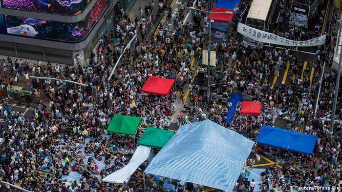 Bildergalerie Proteste in Hongkong - Parade in Peking