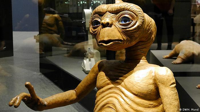 Ein E.T. Modell auf der Ausstellung Outer Space in der Bundeskunsthalle Bonn (c) DW/H. Mund