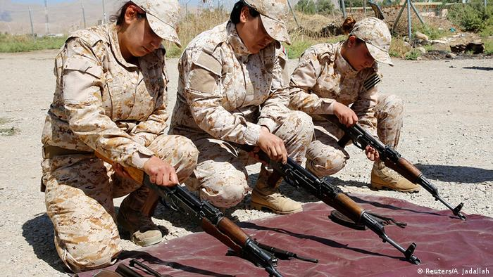 Irak Kurdistan kurdische Peschmerga bei Waffentraining