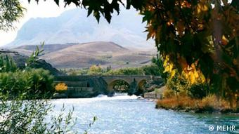 دهانه زایندهرود در استان چهار محال و بختیاری