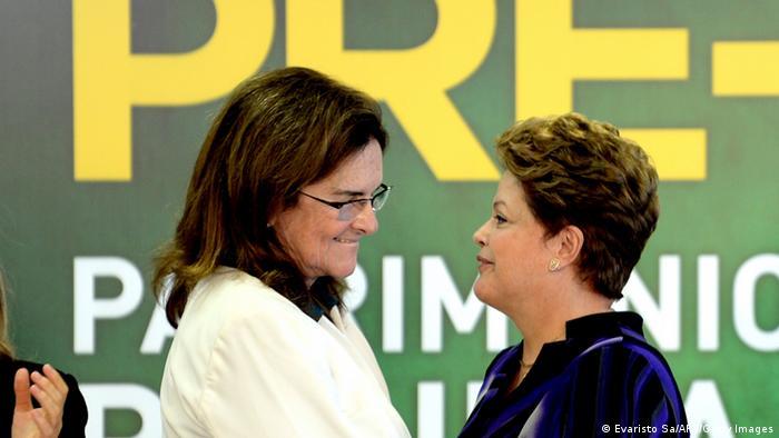 Brasiliens Präsidentin Dilma Rousseff und Petrobras-Chefin Graca Foster bei einem Treffen im Dezember 2013 (Foto: Evaristo Sa/AFP/Getty Images)