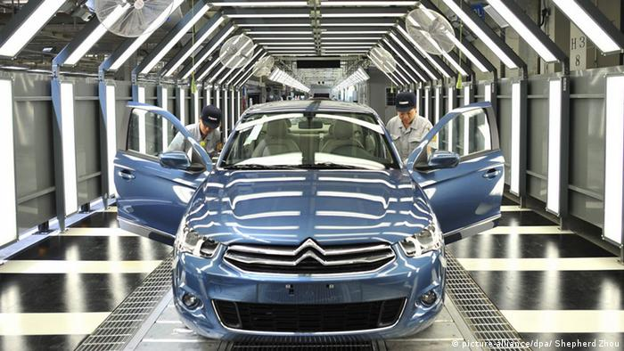 Produktion Peugeot Citroen (picture-alliance/dpa/ Shepherd Zhou)