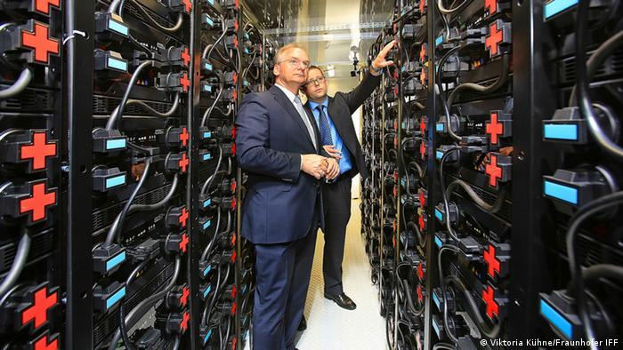 Batteriespeicher Fraunhofer IFF Im Innern des Speichers