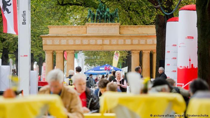 Импровизированный Бранденбургские ворота в праздничном Ганновере