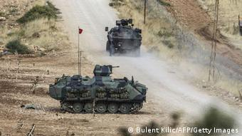 Τουρκικά άρματα μάχης στα σύνορα με τη Συρία