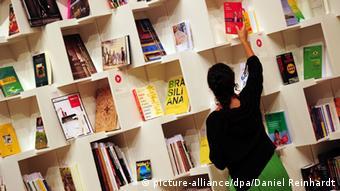 Symbolbild Buchmesse Deutschland (Foto: Daniel Reinhardt/dpa)