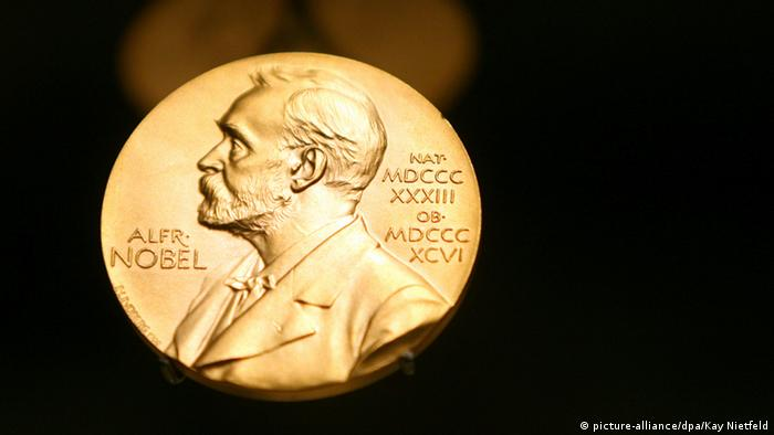 Medaille Alfred Nobel (picture-alliance/dpa/Kay Nietfeld)