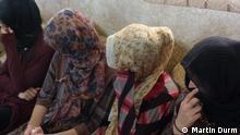 Jesidische Frauen und Mädchen, die von den Dschihadisten verschleppt wurden (Oktober 2014); Copyright: Martin Durm