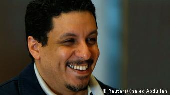 احمد عواد بن مبارک تنها دو روز پس از انتصاب به مقام نخست وزیری اعلام کنارهگیری کرد