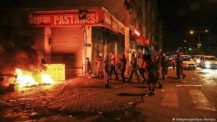 Arşiv - Kobani olayları olarak adlandırılan protesto gösterilerinin en şiddetli yaşandığı kentlerden biri de Diyarbakır olmuştu - (07.10.2014)