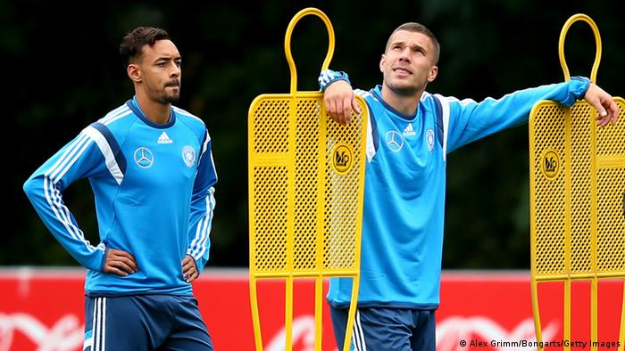 Fußball Deutsche Nationalmannschaft Training Bellarabi & Podolski